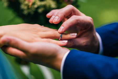 أسباب الزواج بالإكراه وعواقبه