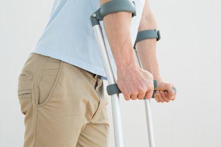 أنواع المعينات على المشي والطريقة الصحيحة لاستخدامها