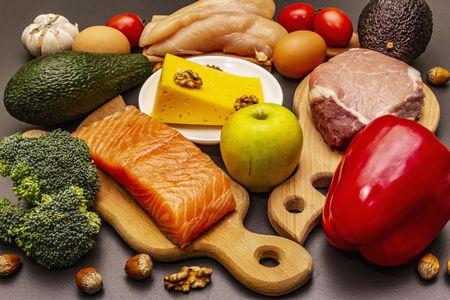 الأطعمة التي ترفع هرمونات السعادة