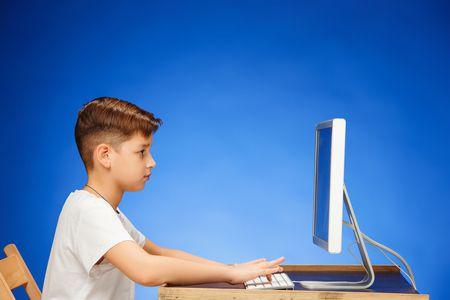 الأطفال والإنترنت