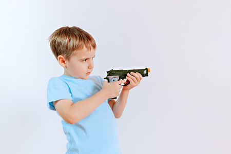 الألعاب التي تؤذي عيون الأطفال