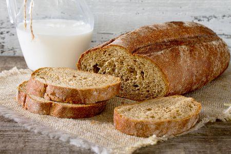 الخبز الأبيض والأسمر