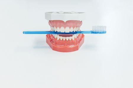 العلاقة بين قلع الأسنان والزهايمر