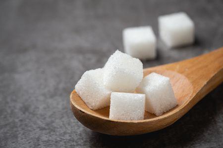 تأثير السكر على البشرة