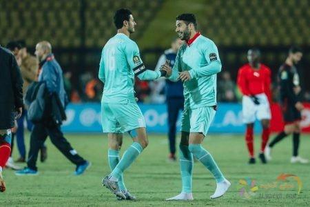 محمد الشناوي مع زميله في النادي الأهلي: شريف إكرامي