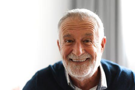 العناية بصحة الفم والأسنان لكبار السن