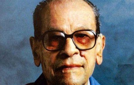 معلومات عن طه حسين الذي وُصف بأنه عميد الأدب العربي