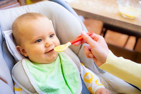 إطعام الطفل