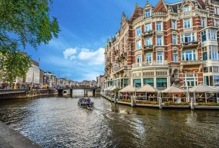 أمستردام ، هولندا ، متحف ريكز ، منزل آن فرانك ، القصر الملكي ، المتحف البحري ، سوق التوليب