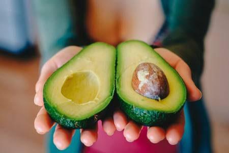 الأفوكادو ، الحميات الغذائية ، الكوليسترول ، مرضى القلب ، الحوامل ، العيون