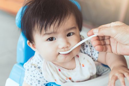 صورة , إطعام الطفل , وصفات طعام
