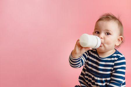 صورة , طفل , الرضاعة , الحليب البقري