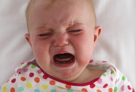 صورة , طفل رضيع , بكاء الطفل