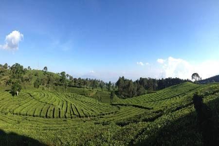 باندونق ، إندونيسيا ، حديقة دوسون ، بحيرة كاواه ، شلالات ماربيا ، متحف البريد