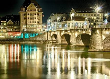 بازل ، سويسرا ، أوروبا ، البلدة القديمة ، فريستراسي ، ميدان ماركت بلازت ، متحف الفن ، مطاحن الورق ، بوابة سبالينتور
