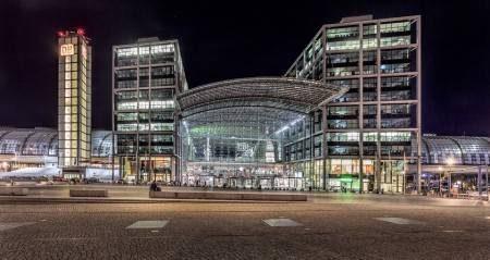 ألمانيا ، برلين ، قصر شارلوتنبورغ ، عمود النصر ، برج برلين ، حديقة تيرغارتن