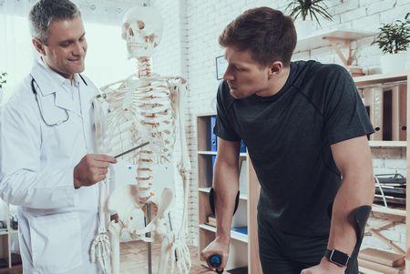 صورة , مريض , طبيب , كثافة العظام , هشاشة العظام