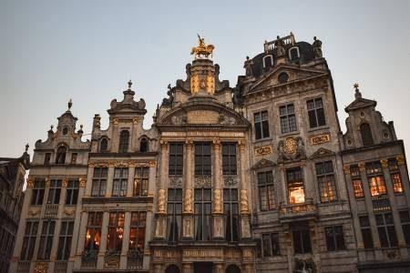 بلجيكا ، بروكسيل ، الميدان الكبير ، مانيكين بيس ، حديقة هيسل ، القصر الملكي ، القصر العظيم