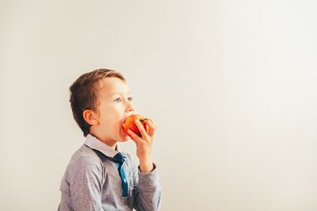 صورة , طفل , يأكل , تفاحة , التغذية الصحية