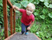 صورة , طفل , الثقة بالنفس , صعود الدرج