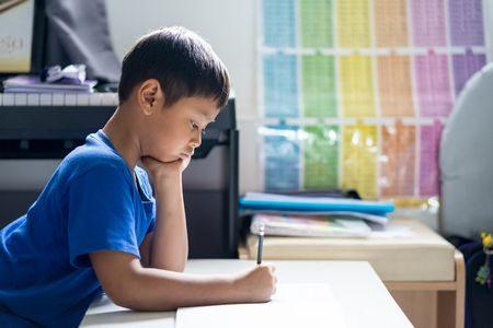 صورة , طفل , المذاكرة , التأخر الدراسي , المدرسة