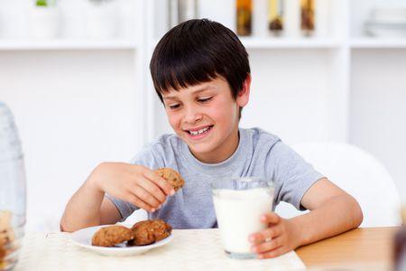 صورة , طفل ,لبن , طعام , النظام الغذائي