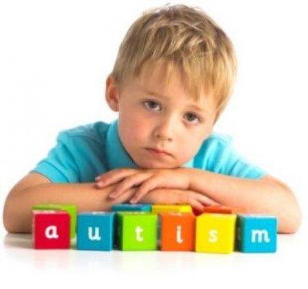 مرضى التوحد ، طفل التوحد ، التواصل الإجتماعي ، أعراض التوحد