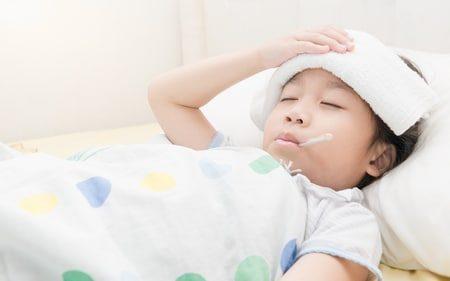 صورة , طفل مريض , إرتفاع درجة الحرارة , أضرار أشعة الشمس