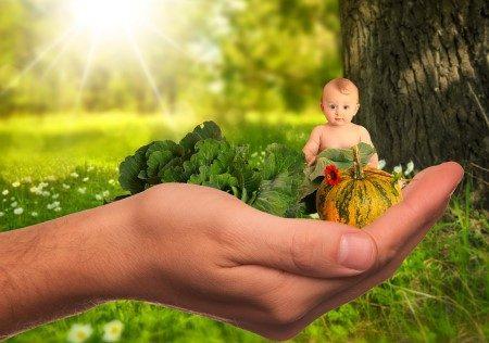 عمر الطفل ، غذاء الرضيع ، أربعة شهور ، إطعام الطفل ، الغذاء المهروس ، الفيتامينات ، وزن الطفل ، القمح ، الهضم
