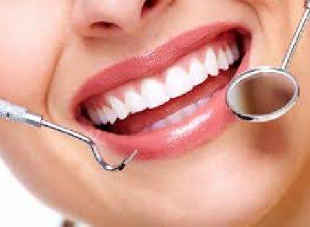 الأسنان ، العناية بالأسنان ، تنظيف الأسنان ، تركيبات الأسنان