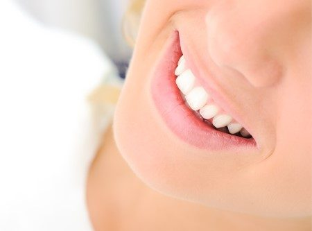الأسنان ، العناية بالأسنان ، الابتسامة الهوليوودية ، تجميل الأسنان
