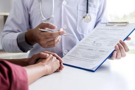 صورة , طبيب , استشارة طبية , الأمراض الوراثية , زواج الأقارب