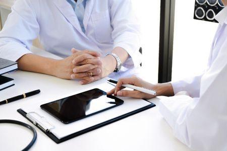 صورة , طبيب , رجل , مشاكل الإنجاب , استشارة طبية