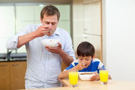 صورة , طفل , رجل , تناول الطعام