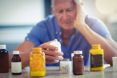 صورة , رجل , كبار السن , أدوية , أمراض القلب