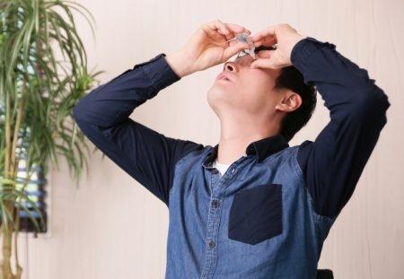 صورة , رجل , قطرات العين , التهابات الملتحمة