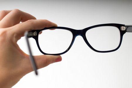 علاج طول النظر ، نظارة طبية ، صورة