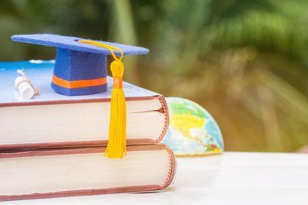 Graduation ، رسائل تهنئة ، تهنئة بالنجاح ، النجاح التفوق ، الدراسة ، صورة
