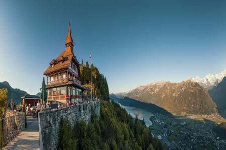 إنترلاكن ، سويسرا ، تروميل باخ ، قمة شيلتهورن ، بحيرة برينز ، قلعة سبايز ، قلعة اوبرهوفن
