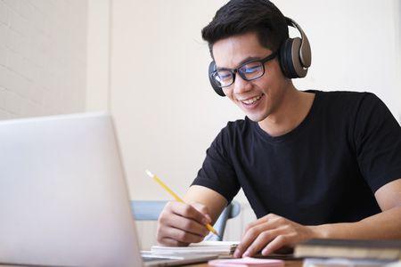 صورة , الدراسة عبر الإنترنت , التعليم عن بعد