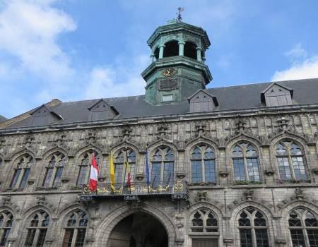مونس ، بلجيكا ، أوروبا ، قاعة المدينة ، برج الجرس ، قلعة بيلويل ، سانت ووردو