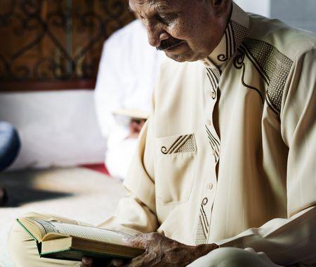 صورة , قراءة القرآن , مسلم , التجارة مع رب البرية