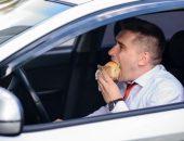 صورة , رجل , يأكل , طعام , زيادة الوزن , السمنة