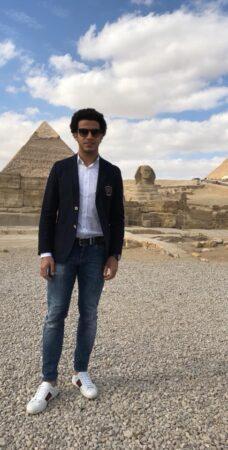 عمر جابر بجاور الأهرامات وأبو الهول