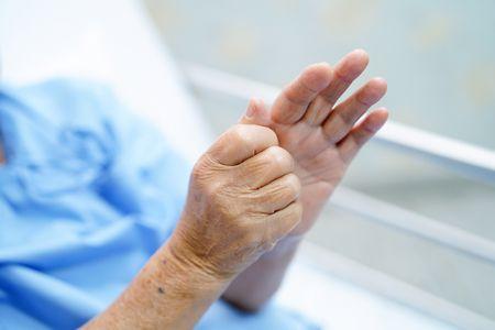 صورة , رجل مريض , مرض باركنسون , الشلل الرعاش