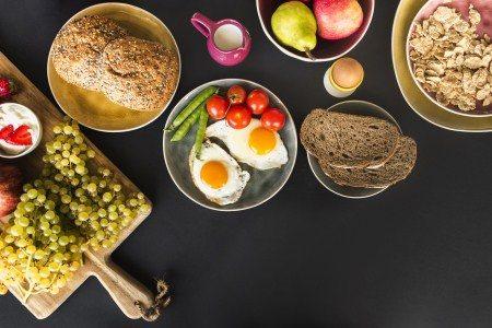 البروتينات ، فيتامين D ، البيض ، الجزر ، الحميات الغذائية
