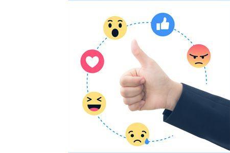 هوس مواقع التواصل الاجتماعي