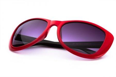 صورة ,  النظارة الشمسية  , أضرار النظارات الشمسية المقلدة