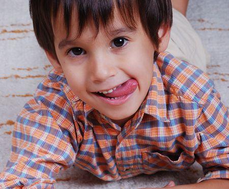 صورة , طفل , لدغة اللسان