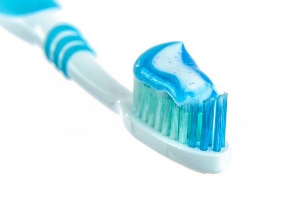 Toothpaste,Toothbrush،معجون أسنان، فرشاة أسنان، حساسية الأسنان،صورة